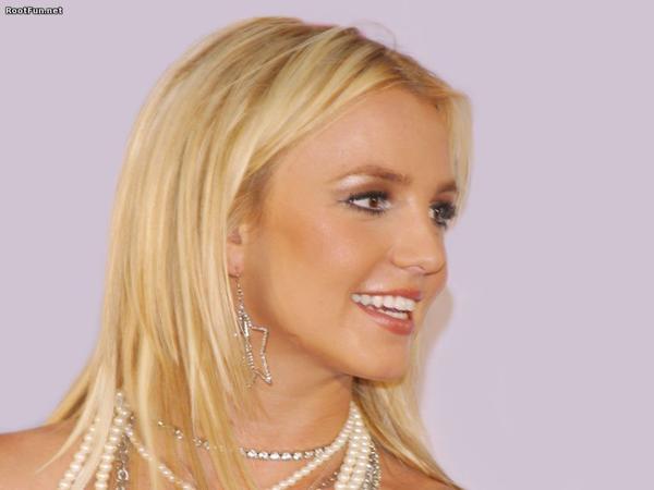 Hollywood-Famous-Star-Britney-Spears-5-600x480.jpg